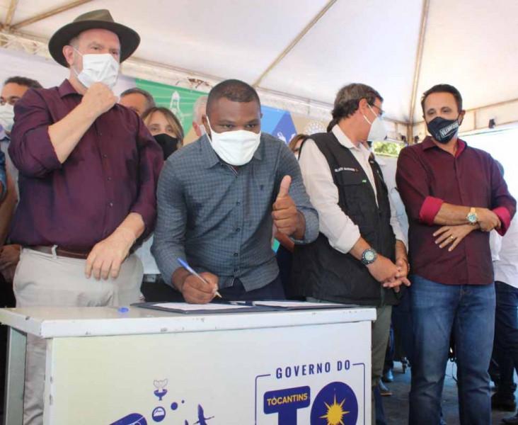Ordem de serviço é assinada pelo Governador, Ministro e prefeito Leandro
