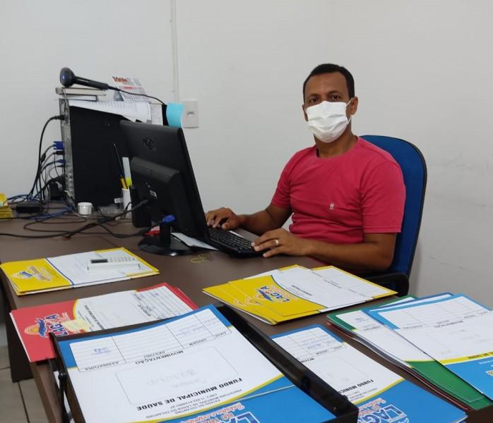 Secretario de Finanças, Fernando Pugas efetua pagamento dos Servidores